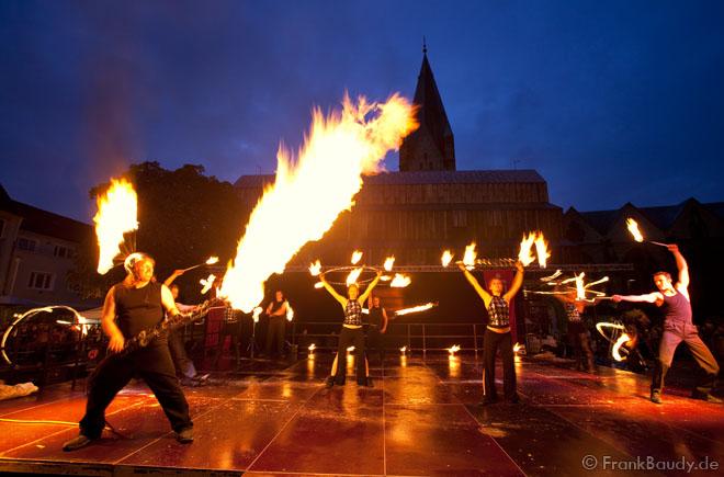 Einkaufsnacht Feuerperformance