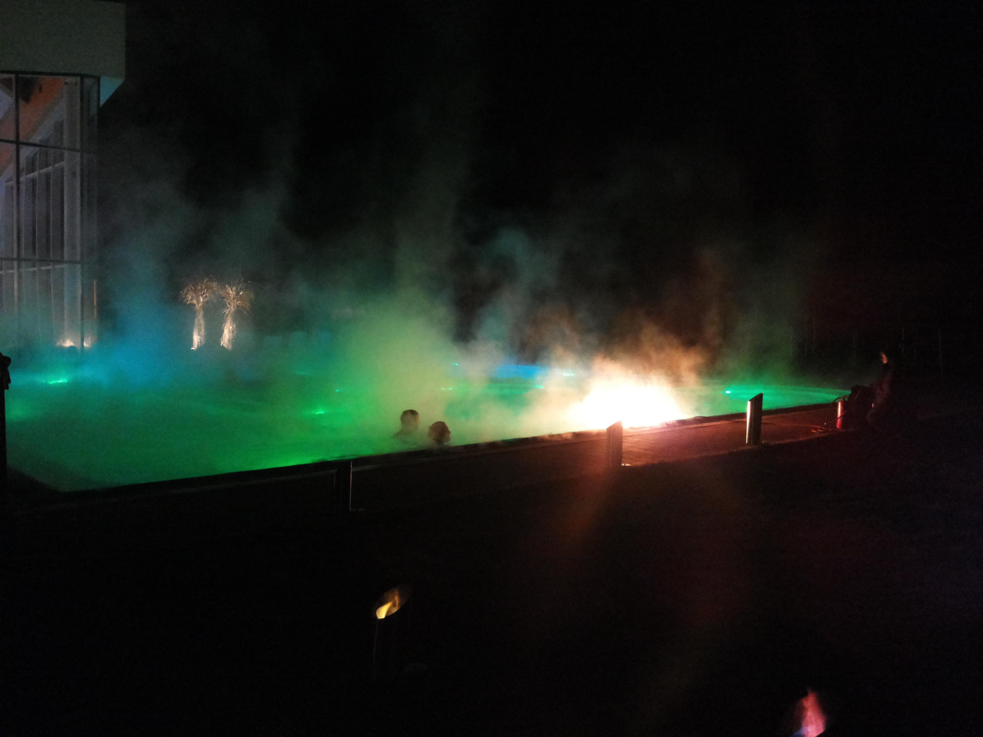 Schwimmbad Feuershow
