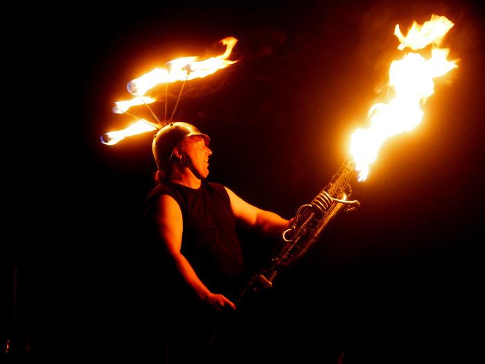 Feuershow Flammenwerfer