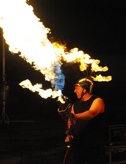 Feuershow SAM&more mit Flammenwerfer und Flammsystem