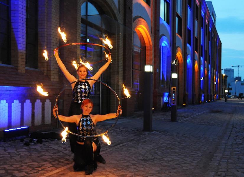 Feuer Hula Hoop Feuershow Eröffnung Elb Arkaden